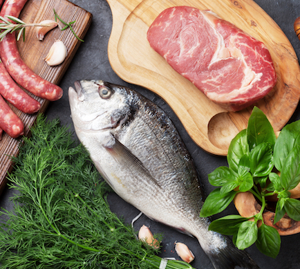 Fresh fish, sausages and steak. We print board-packaging, linerless labelling and self-adhesive labels for all these products.